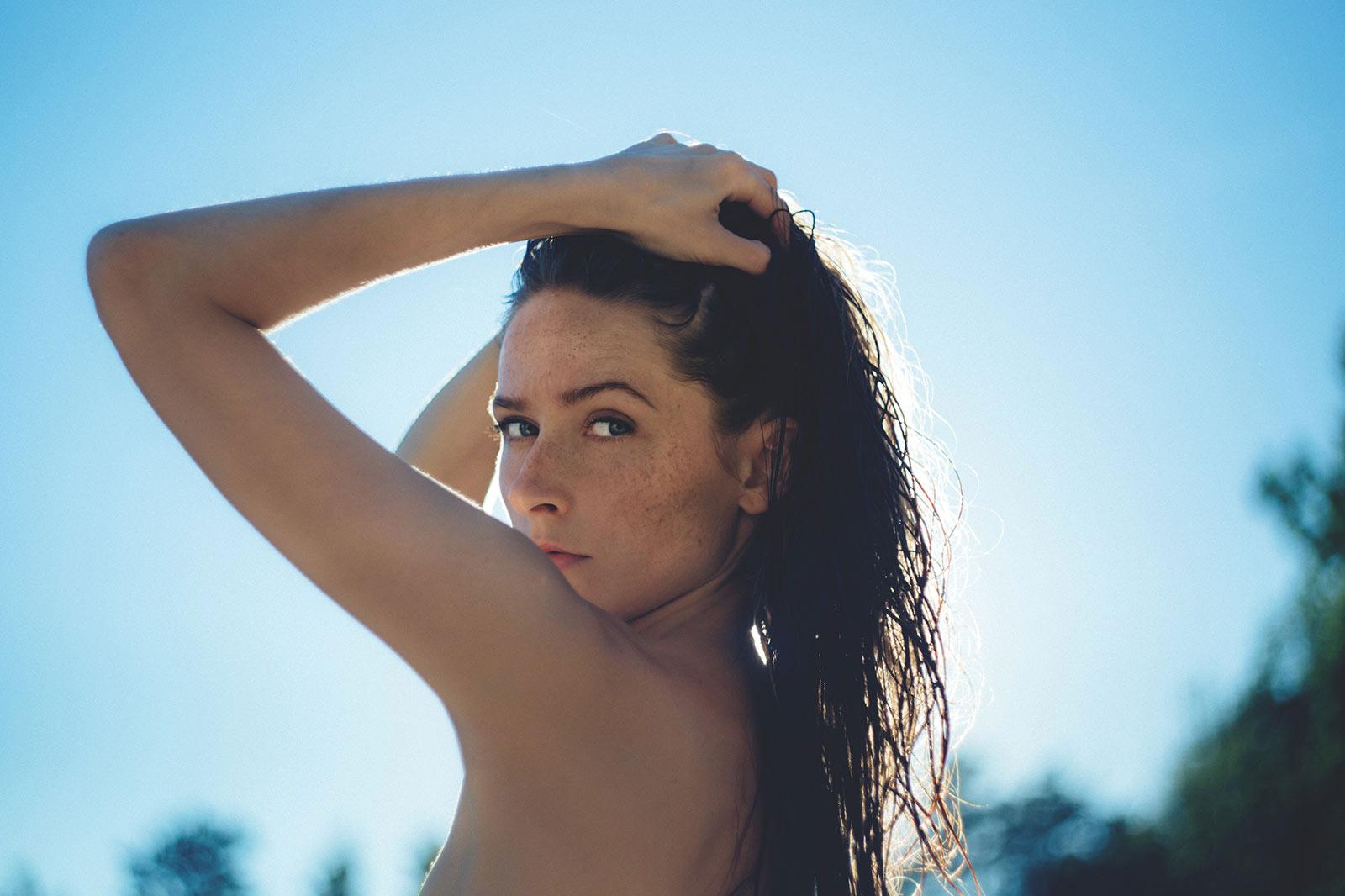 Chica en verano con una piel bonita